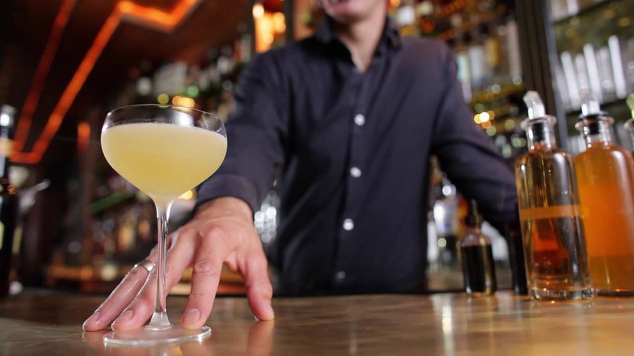 LIQUOR.COM: How to Cocktail – Daiquiri